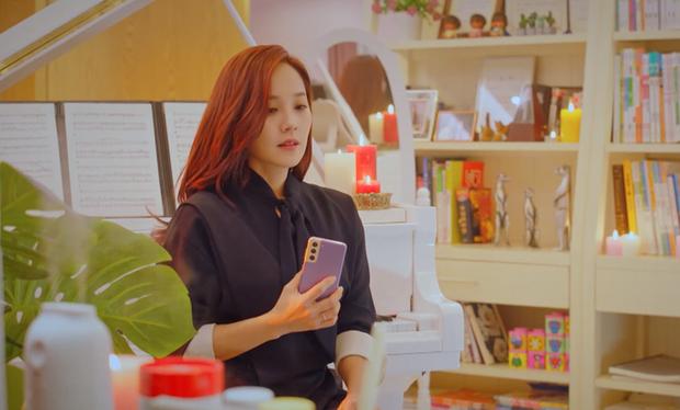 Netizen soi ra Oh Yoon Hee chỉ làm màu với smartphone của Samsung trong phim mà thôi, sau hậu trường là dính chặt iPhone ngay lập tức! - Ảnh 3.