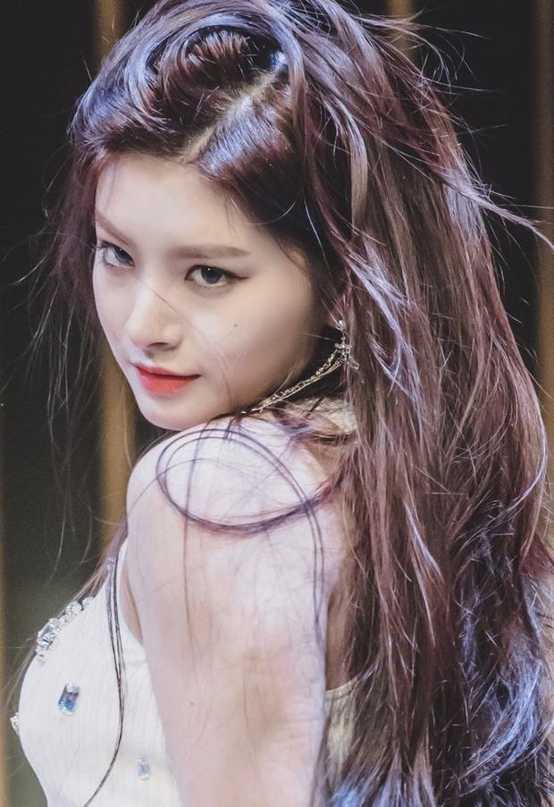 Jisoo (BLACKPINK) trở thành nữ idol đẹp nhất Kpop, thứ hạng mỹ nhân aespa gây tranh cãi dữ dội - Ảnh 10.