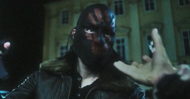 """Falcon Và Chiến Binh Mùa Đông """"tung hỏa mù"""" khó đoán từ tập 1, spotlight dồn về Đội trưởng Mỹ pha ke siêu đáng sợ - Ảnh 4."""