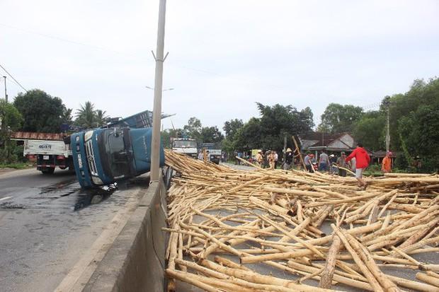 Thanh Hoá: Lật ô tô chở gỗ khiến 7 người tử vong - Ảnh 1.
