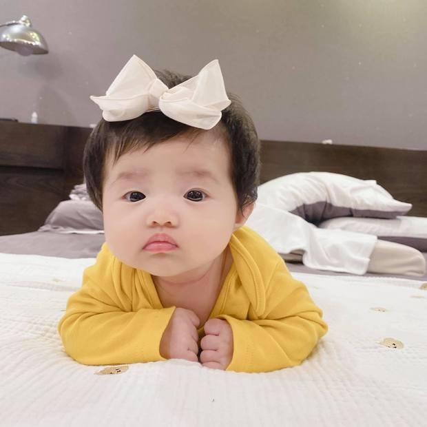 """Netizen phát hiện Winnie có nốt ruồi thương hiệu y hệt mẹ, Đông Nhi phải lên tiếng nói rõ và thừa nhận là """"mẹ hư""""? - Ảnh 5."""