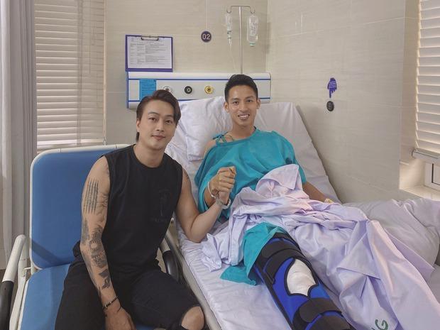 Ca sĩ Titi đến tận bệnh viện hỏi thăm Hùng Dũng sau ca phẫu thuật, tiết lộ tình hình hiện tại của nam cầu thủ - Ảnh 2.