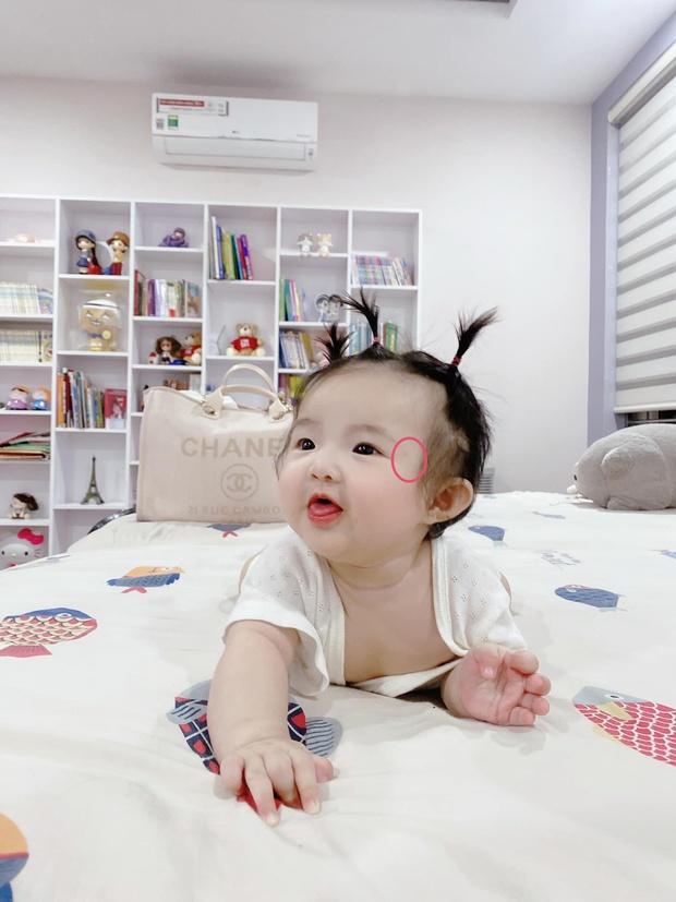 """Netizen phát hiện Winnie có nốt ruồi thương hiệu y hệt mẹ, Đông Nhi phải lên tiếng nói rõ và thừa nhận là """"mẹ hư""""? - Ảnh 3."""