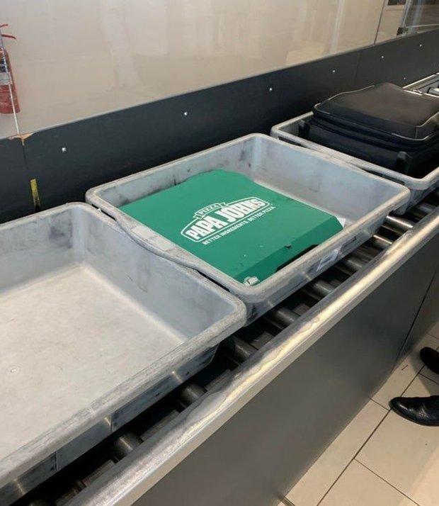 Xỉu up xỉu down với những hình ảnh siêu quái lạ được chụp lại ở sân bay, trường hợp cuối mới là gây sốc nhất - Ảnh 11.
