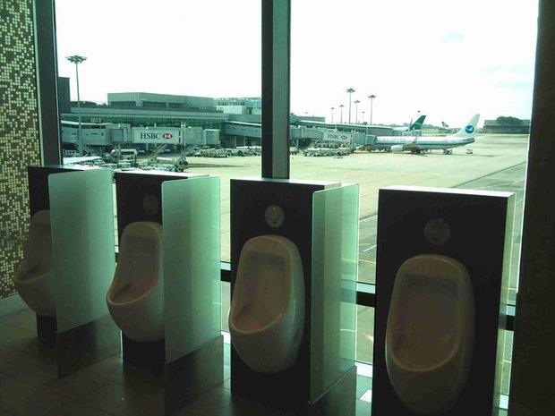 Xỉu up xỉu down với những hình ảnh siêu quái lạ được chụp lại ở sân bay, trường hợp cuối mới là gây sốc nhất - Ảnh 3.