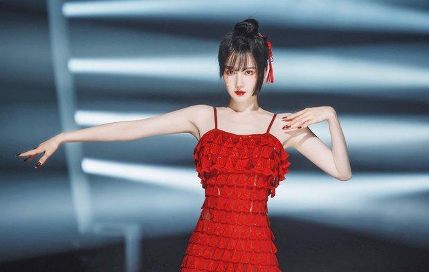 Nô tỳ gây thương nhớ ở Như Ý Truyện bỗng nổi nhất showbiz Trung vì thái độ hỗn láo với Thiên hậu Hong Kong - Ảnh 18.