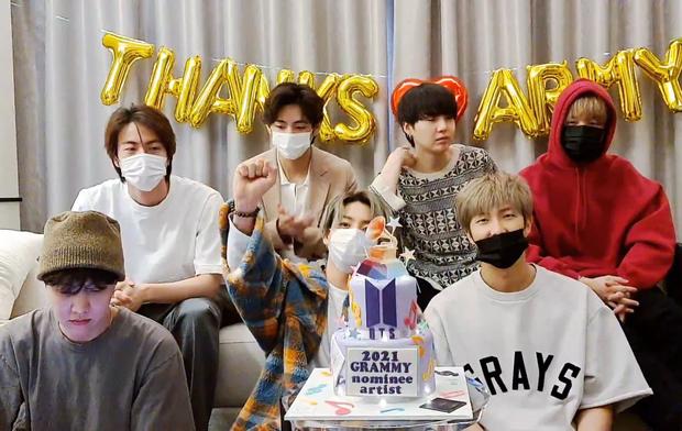 BTS bị chế giễu vì đặt bánh hình cúp Grammy dù trượt giải, fan phẫn nộ khi sự thật được phơi bày - Ảnh 1.