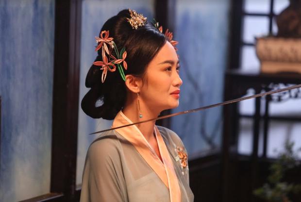 Tràn ngập cảnh nóng xen lẫn zombie kinh dị máu me trong phim âm nhạc 10 tỉ của Denis Đặng và Nguyễn Trần Trung Quân vừa ra mắt - Ảnh 13.