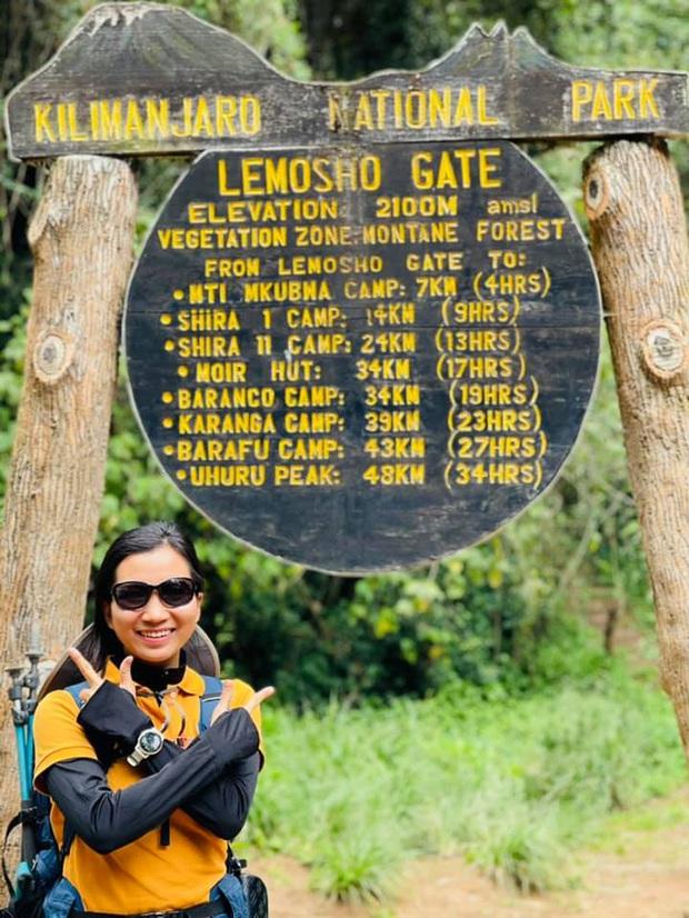 Sếp Viettel trở thành nữ 9x Việt Nam đầu tiên chinh phục Nóc nhà của Châu Phi Kilimanjaro: Leo 8 ngày liên tiếp, xuyên qua vùng nắng rát chóng mặt đến nơi -20 độ C - Ảnh 1.