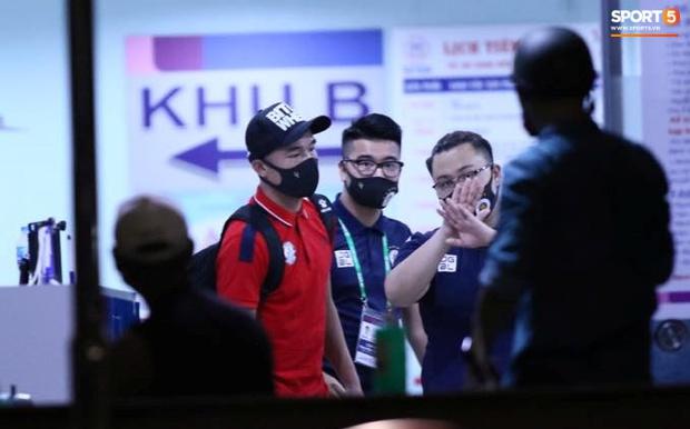 CLB TP.HCM hứa kỷ luật nặng Hoàng Thịnh sau vụ làm Hùng Dũng gãy chân - Ảnh 2.