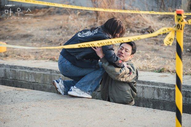Tốt nghiệp khóa bẻ lái Penthouse thì làm gì: Sang Mouse cứu Lee Seung Gi gấp - Ảnh 1.