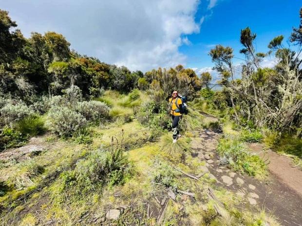 Sếp Viettel trở thành nữ 9x Việt Nam đầu tiên chinh phục Nóc nhà của Châu Phi Kilimanjaro: Leo 8 ngày liên tiếp, xuyên qua vùng nắng rát chóng mặt đến nơi -20 độ C - Ảnh 3.