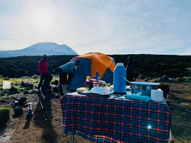 Sếp Viettel trở thành nữ 9x Việt Nam đầu tiên chinh phục Nóc nhà của Châu Phi Kilimanjaro: Leo 8 ngày liên tiếp, xuyên qua vùng nắng rát chóng mặt đến nơi -20 độ C - Ảnh 13.