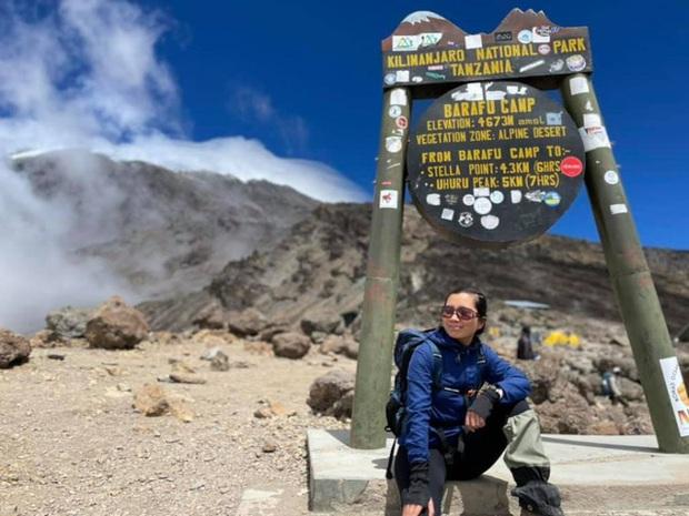 Sếp Viettel trở thành nữ 9x Việt Nam đầu tiên chinh phục Nóc nhà của Châu Phi Kilimanjaro: Leo 8 ngày liên tiếp, xuyên qua vùng nắng rát chóng mặt đến nơi -20 độ C - Ảnh 14.