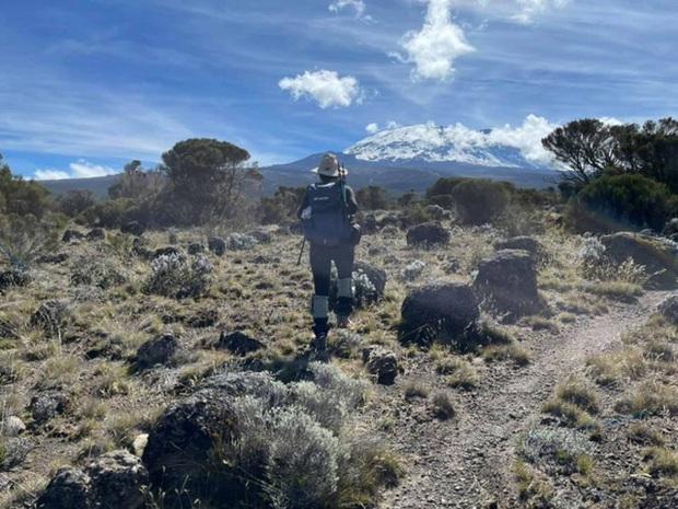 Sếp Viettel trở thành nữ 9x Việt Nam đầu tiên chinh phục Nóc nhà của Châu Phi Kilimanjaro: Leo 8 ngày liên tiếp, xuyên qua vùng nắng rát chóng mặt đến nơi -20 độ C - Ảnh 15.