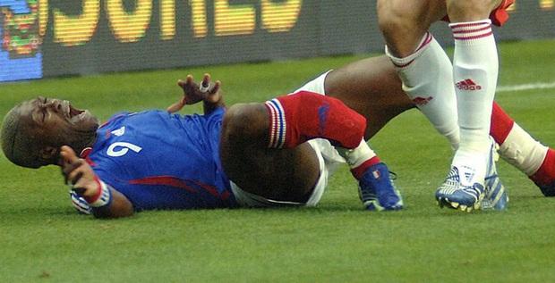 Từ sự cố của Hùng Dũng, nhìn lại những chấn thương kinh hãi nổi tiếng nhất thế giới bóng đá: Người giải nghệ, người không thể lấy lại phong độ - Ảnh 5.