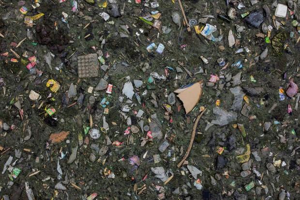 Những hình ảnh cho thấy ô nhiễm nước - vấn đề cả thế giới phải đối mặt đang kinh hoàng đến mức nào - Ảnh 1.
