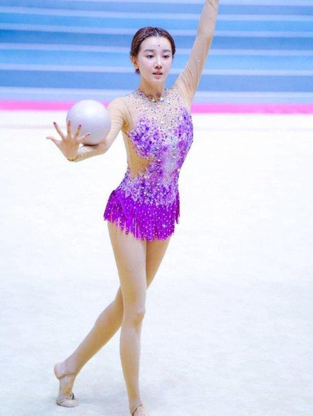 Nô tỳ gây thương nhớ ở Như Ý Truyện bỗng nổi nhất showbiz Trung vì thái độ hỗn láo với Thiên hậu Hong Kong - Ảnh 2.