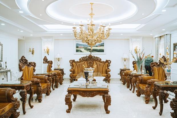Đại gia kinh doanh đèn cao tay ở khoản chơi đồ gỗ, nhà trông giàu có nhưng không hề phô trương - Ảnh 1.