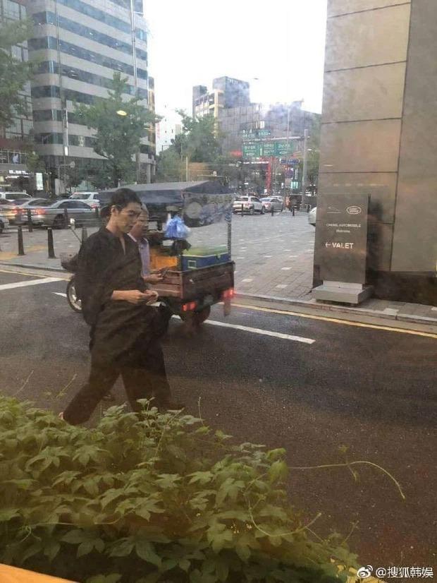 Kim Woo Bin gây choáng với màn F5 body hậu chữa trị ung thư: Bắp tay như muốn bóp nghẹt trái tim chị em hay gì? - Ảnh 6.