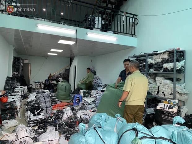 Hà Nội: Bắt quả tang kho chứa hàng nghìn sản phẩm giả các nhãn hiệu LV, Gucci, Nike, Adidas và Burberry - Ảnh 2.