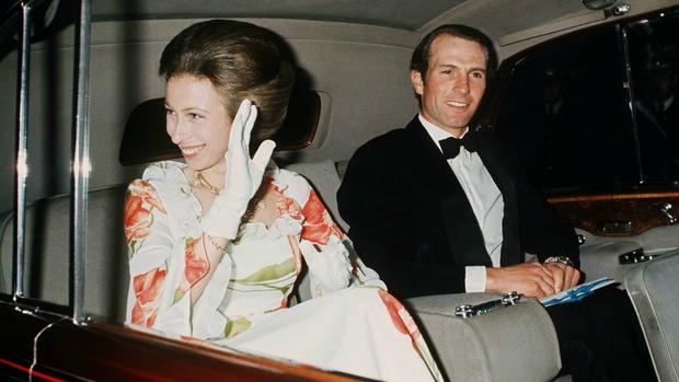 """Vụ bắt cóc làm rung chuyển Hoàng gia Anh: Công chúa bị ngang nhiên tấn công giữa một dàn vệ sĩ và tình tiết """"chốt hạ"""" khó tin như trong phim - Ảnh 1."""