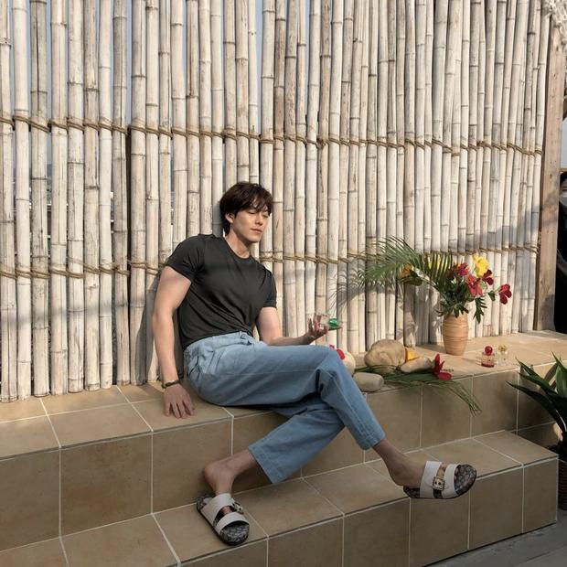 Kim Woo Bin gây choáng với màn F5 body hậu chữa trị ung thư: Bắp tay như muốn bóp nghẹt trái tim chị em hay gì? - Ảnh 4.