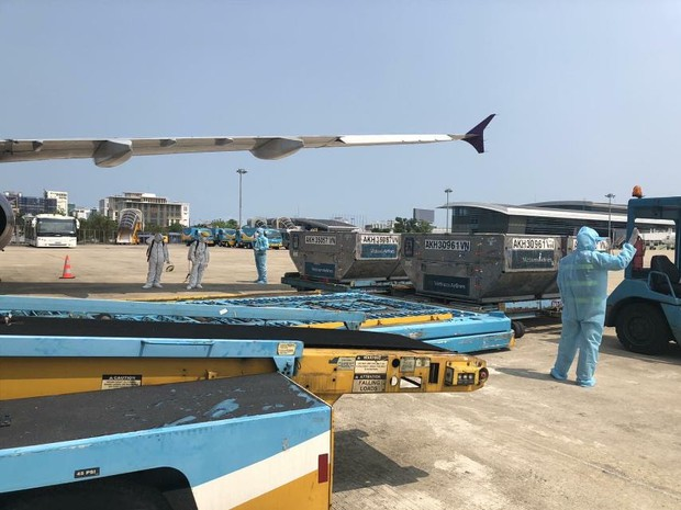 Vietnam Airlines tái khởi động bay thương mại quốc tế - Ảnh 2.