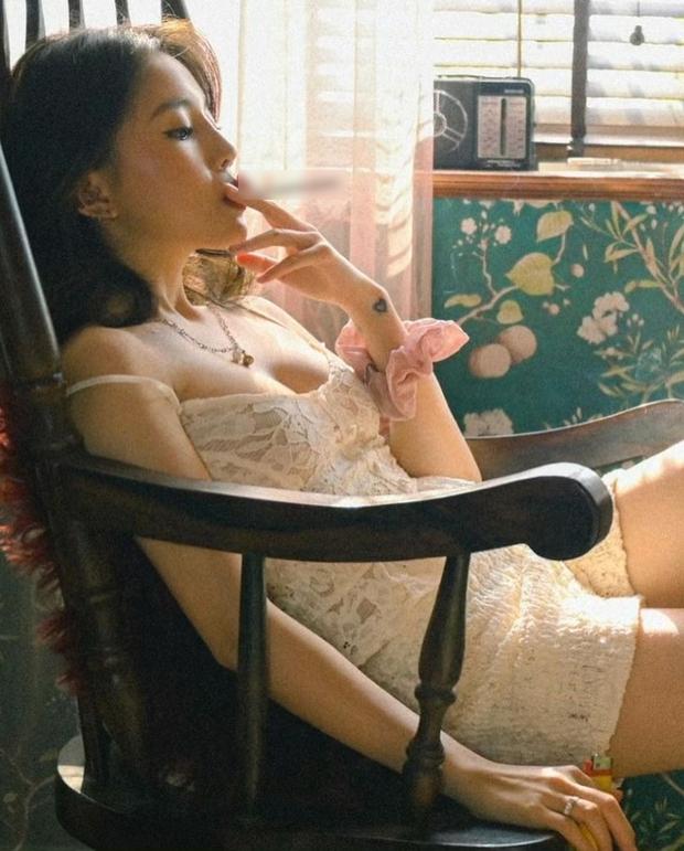 Linh Ngọc Đàm bất ngờ tung ảnh hút thuốc style gái hư, cẩn thận không fan nhỏ tuổi bắt chước! - Ảnh 2.