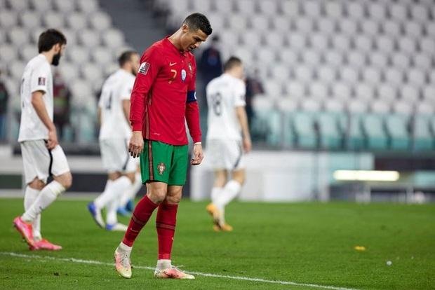 Ronaldo phung phí cơ hội, Bồ Đào Nha nhọc nhằn thắng đội tuyển hạng 108 nhờ bàn phản lưới nhà hy hữu - Ảnh 1.