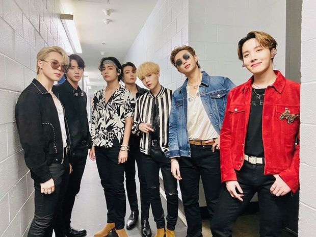Fan đi concert bắt trọn visual đời thực của idol Kpop cự ly gần: Vóc dáng đỉnh cao nhưng có đẹp như trong MV? - Ảnh 1.