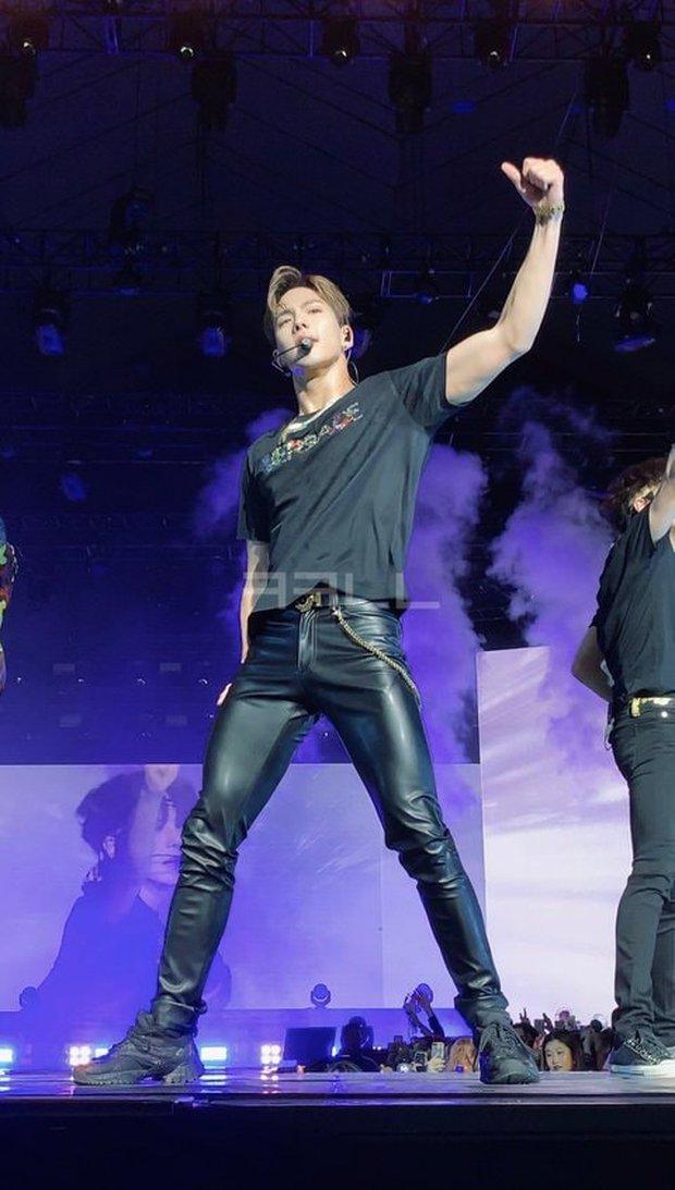 Fan đi concert bắt trọn visual đời thực của idol Kpop cự ly gần: Vóc dáng đỉnh cao nhưng có đẹp như trong MV? - Ảnh 26.