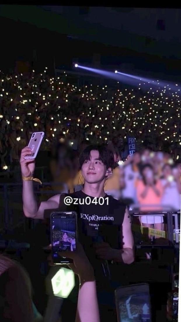 Fan đi concert bắt trọn visual đời thực của idol Kpop cự ly gần: Vóc dáng đỉnh cao nhưng có đẹp như trong MV? - Ảnh 25.