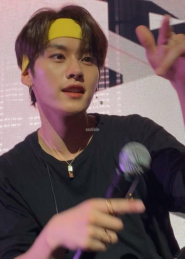 Fan đi concert bắt trọn visual đời thực của idol Kpop cự ly gần: Vóc dáng đỉnh cao nhưng có đẹp như trong MV? - Ảnh 23.