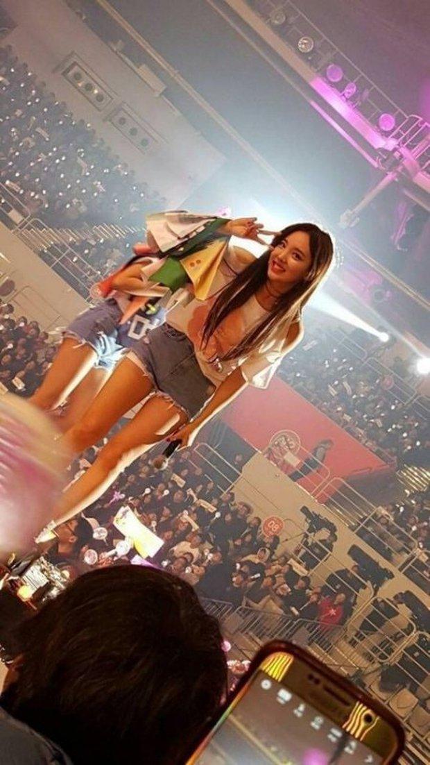 Fan đi concert bắt trọn visual đời thực của idol Kpop cự ly gần: Vóc dáng đỉnh cao nhưng có đẹp như trong MV? - Ảnh 22.