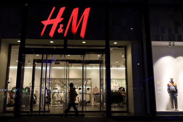 Vì sao Trung Quốc tẩy chay toàn diện H&M? - Ảnh 2.