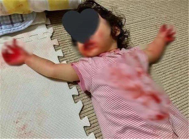 Mẹ bỏ mặc con gái 4 tuổi ra ngoài lấy hàng ship, lúc quay về nhà gặp cảnh tượng sợ chết khiếp, sự thật đằng sau khiến ai cũng ngã ngửa - Ảnh 1.