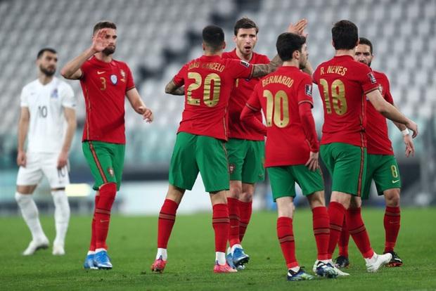 Ronaldo phung phí cơ hội, Bồ Đào Nha nhọc nhằn thắng đội tuyển hạng 108 nhờ bàn phản lưới nhà hy hữu - Ảnh 3.