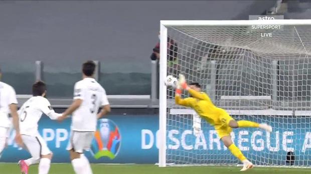 Ronaldo phung phí cơ hội, Bồ Đào Nha nhọc nhằn thắng đội tuyển hạng 108 nhờ bàn phản lưới nhà hy hữu - Ảnh 5.