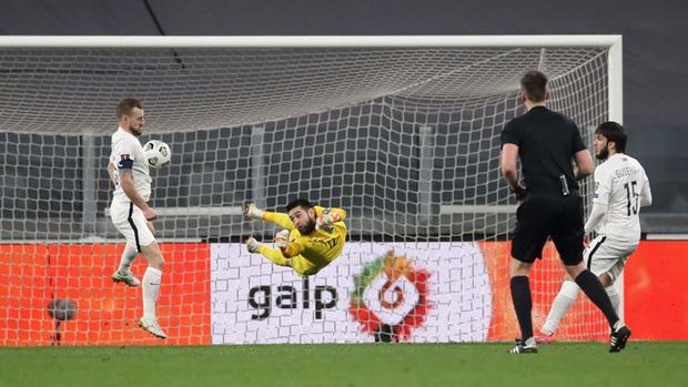 Ronaldo phung phí cơ hội, Bồ Đào Nha nhọc nhằn thắng đội tuyển hạng 108 nhờ bàn phản lưới nhà hy hữu - Ảnh 6.