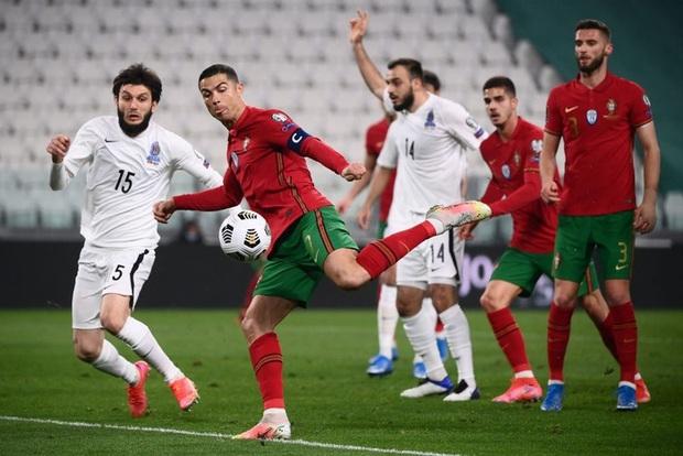 Ronaldo phung phí cơ hội, Bồ Đào Nha nhọc nhằn thắng đội tuyển hạng 108 nhờ bàn phản lưới nhà hy hữu - Ảnh 7.