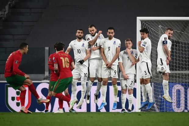 Ronaldo phung phí cơ hội, Bồ Đào Nha nhọc nhằn thắng đội tuyển hạng 108 nhờ bàn phản lưới nhà hy hữu - Ảnh 8.