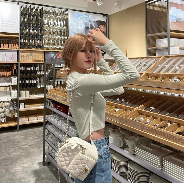 Chia tay Sơn Tùng, Thiều Bảo Trâm cũng cho luôn Prada vào lãnh cung, phủ kín tủ đồ bằng loạt Chanel xa hoa - Ảnh 10.