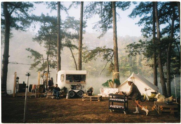 """Tất tần tật về cắm trại sang chảnh - trào lưu """"ngủ lều"""" đang hot nhất Đà Lạt, loạt sao Vbiz cũng phải mê tít - Ảnh 1."""