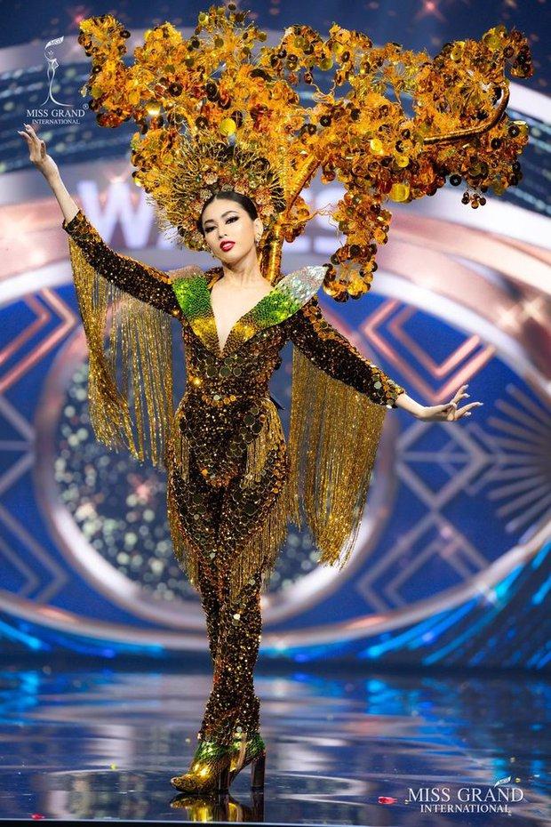 Trước giờ G, Á hậu Ngọc Thảo bất ngờ vươn lên đứng đầu BXH uy tín của Miss Grand International 2020: Chiếc vương miện ngày càng gần! - Ảnh 4.