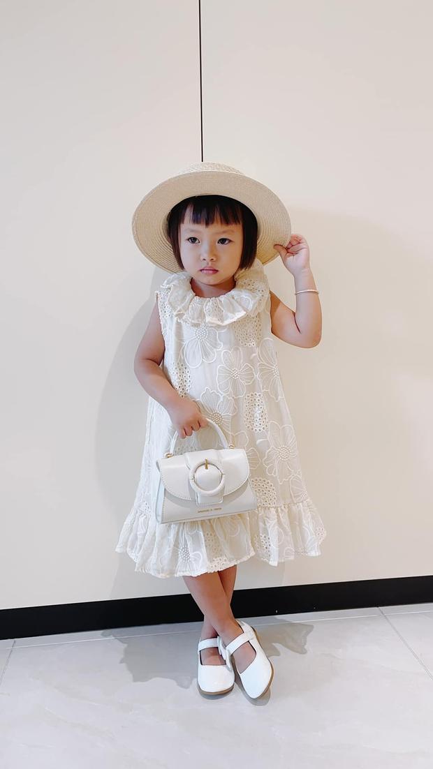 NTK Đỗ Mạnh Cường phải lên tiếng vì bị chỉ trích mua đồ hiệu cho con nuôi, Hồng Vân - Hari Won và dàn sao bức xúc thay - Ảnh 6.