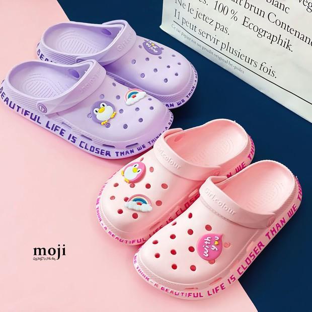 Jisoo diện dép Crocs cực xinh, chị em sắm mẫu y chang hoặc mua bản dupe đều dễ - Ảnh 9.