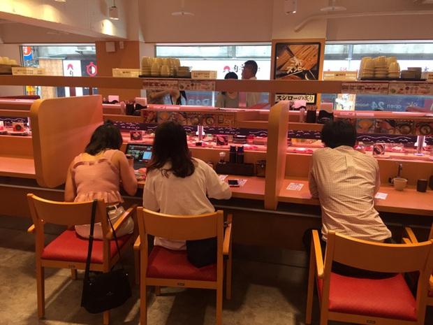 Thi nhau đổi tên thành Cá Hồi để được ăn sushi miễn phí, nhiều người ở Đài Loan không thể quay trở về cái tên cũ được nữa - Ảnh 2.