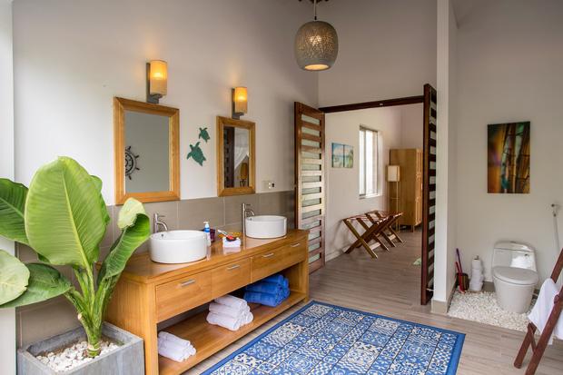 Lấy vợ Việt, chồng Pháp xây nhà 3 tỷ trên mảnh đất rộng 2500m2 tại Phú Quốc, sống sướng như ở resort - Ảnh 16.