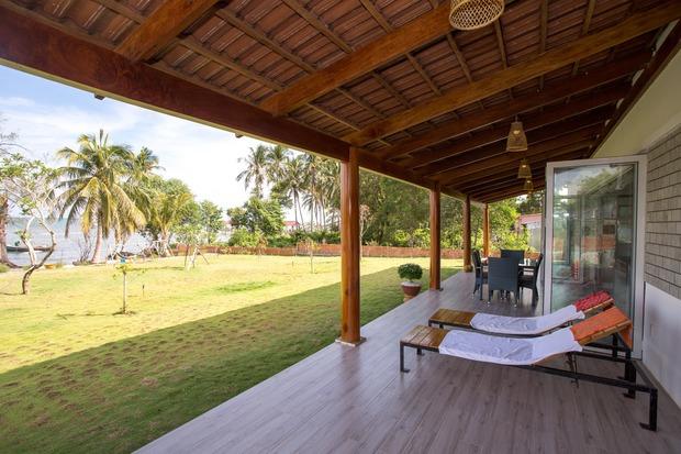 Lấy vợ Việt, chồng Pháp xây nhà 3 tỷ trên mảnh đất rộng 2500m2 tại Phú Quốc, sống sướng như ở resort - Ảnh 8.
